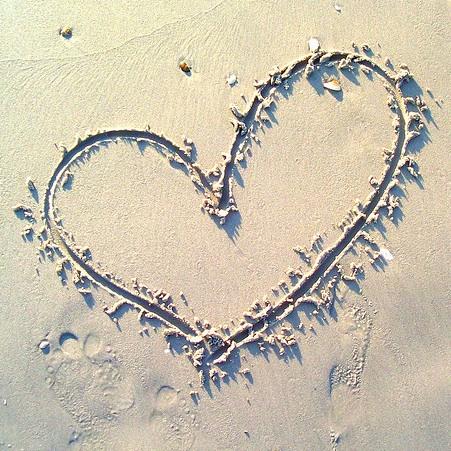 heart-in-sand-web